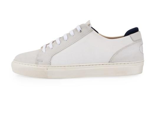 Con le sneaker da uomo JIB di Blueport, avrai sempre un pezzo di vela con te. Questa comoda scarpa è realizzata in tela da vele reciclata e pelle. Il morbido rivestimento interno in neoprene assicura il massimo comfort. (Immagine 2 di 14)