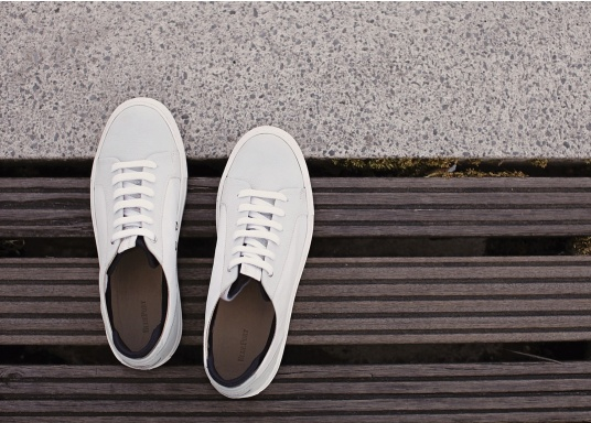 Con le sneaker da uomo JIB di Blueport, avrai sempre un pezzo di vela con te. Questa comoda scarpa è realizzata in tela da vele reciclata e pelle. Il morbido rivestimento interno in neoprene assicura il massimo comfort. (Immagine 12 di 14)