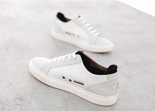 Con le sneaker da uomo JIB di Blueport, avrai sempre un pezzo di vela con te. Questa comoda scarpa è realizzata in tela da vele reciclata e pelle. Il morbido rivestimento interno in neoprene assicura il massimo comfort. (Immagine 9 di 14)