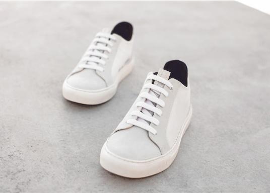 Con le sneaker da uomo JIB di Blueport, avrai sempre un pezzo di vela con te. Questa comoda scarpa è realizzata in tela da vele reciclata e pelle. Il morbido rivestimento interno in neoprene assicura il massimo comfort. (Immagine 10 di 14)