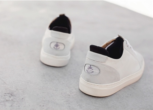 Con le sneaker da uomo JIB di Blueport, avrai sempre un pezzo di vela con te. Questa comoda scarpa è realizzata in tela da vele reciclata e pelle. Il morbido rivestimento interno in neoprene assicura il massimo comfort. (Immagine 11 di 14)