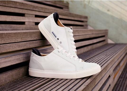 Con le sneaker da uomo JIB di Blueport, avrai sempre un pezzo di vela con te. Questa comoda scarpa è realizzata in tela da vele reciclata e pelle. Il morbido rivestimento interno in neoprene assicura il massimo comfort. (Immagine 13 di 14)