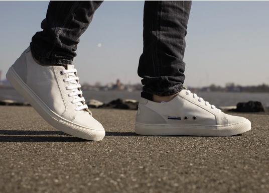 Con le sneaker da uomo JIB di Blueport, avrai sempre un pezzo di vela con te. Questa comoda scarpa è realizzata in tela da vele reciclata e pelle. Il morbido rivestimento interno in neoprene assicura il massimo comfort. (Immagine 14 di 14)