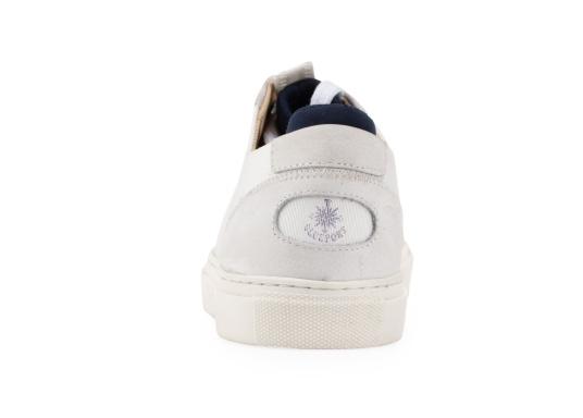 Con le sneaker da uomo JIB di Blueport, avrai sempre un pezzo di vela con te. Questa comoda scarpa è realizzata in tela da vele reciclata e pelle. Il morbido rivestimento interno in neoprene assicura il massimo comfort. (Immagine 5 di 14)