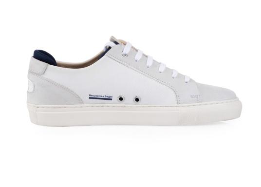 Con le sneaker da uomo JIB di Blueport, avrai sempre un pezzo di vela con te. Questa comoda scarpa è realizzata in tela da vele reciclata e pelle. Il morbido rivestimento interno in neoprene assicura il massimo comfort. (Immagine 4 di 14)