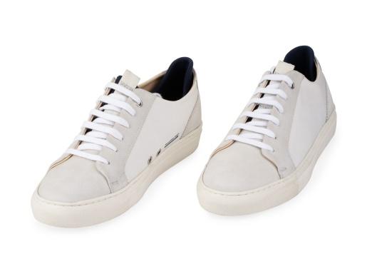 Con le sneaker da uomo JIB di Blueport, avrai sempre un pezzo di vela con te. Questa comoda scarpa è realizzata in tela da vele reciclata e pelle. Il morbido rivestimento interno in neoprene assicura il massimo comfort. (Immagine 7 di 14)