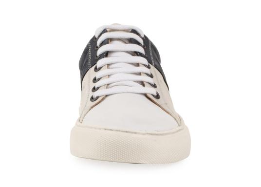 Con le sneaker da uomo GENOA di Blueport, avrai sempre un pezzo di vela con te. Questa comoda scarpa è realizzata in tela da vele reciclata e pelle. Il morbido rivestimento interno in neoprene assicura il massimo comfort. (Immagine 3 di 13)