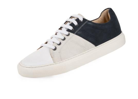 Con le sneaker da uomo GENOA di Blueport, avrai sempre un pezzo di vela con te. Questa comoda scarpa è realizzata in tela da vele reciclata e pelle. Il morbido rivestimento interno in neoprene assicura il massimo comfort. (Immagine 1 di 13)