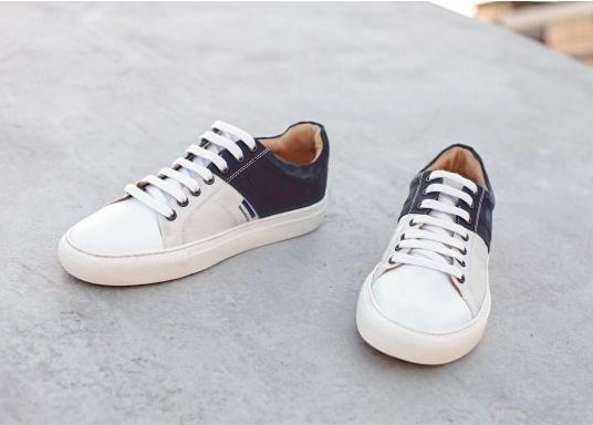 Con le sneaker da uomo GENOA di Blueport, avrai sempre un pezzo di vela con te. Questa comoda scarpa è realizzata in tela da vele reciclata e pelle. Il morbido rivestimento interno in neoprene assicura il massimo comfort. (Immagine 9 di 13)