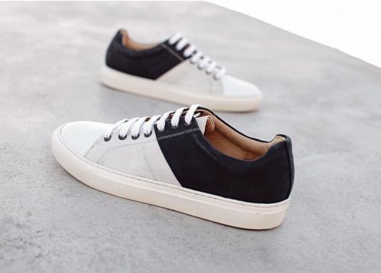 Con le sneaker da uomo GENOA di Blueport, avrai sempre un pezzo di vela con te. Questa comoda scarpa è realizzata in tela da vele reciclata e pelle. Il morbido rivestimento interno in neoprene assicura il massimo comfort. (Immagine 11 di 13)