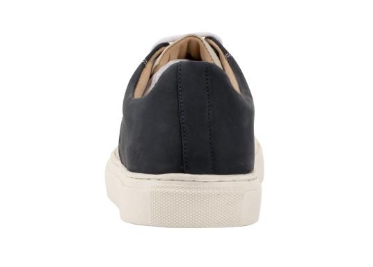 Con le sneaker da uomo GENOA di Blueport, avrai sempre un pezzo di vela con te. Questa comoda scarpa è realizzata in tela da vele reciclata e pelle. Il morbido rivestimento interno in neoprene assicura il massimo comfort. (Immagine 5 di 13)
