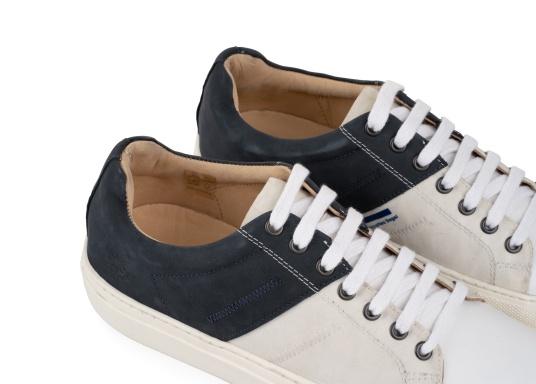 Con le sneaker da uomo GENOA di Blueport, avrai sempre un pezzo di vela con te. Questa comoda scarpa è realizzata in tela da vele reciclata e pelle. Il morbido rivestimento interno in neoprene assicura il massimo comfort. (Immagine 7 di 13)
