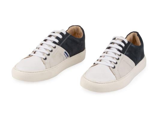 Con le sneaker da uomo GENOA di Blueport, avrai sempre un pezzo di vela con te. Questa comoda scarpa è realizzata in tela da vele reciclata e pelle. Il morbido rivestimento interno in neoprene assicura il massimo comfort. (Immagine 8 di 13)