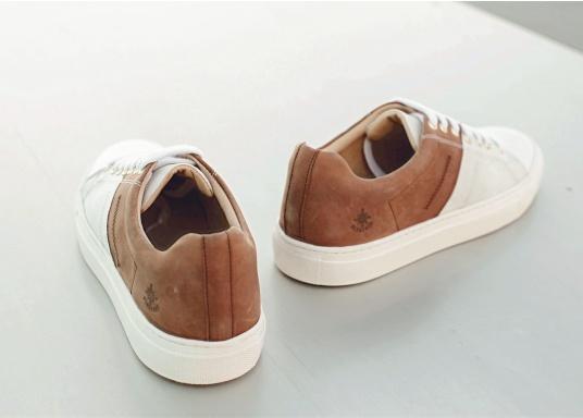 Con le sneaker da uomo GENOA di Blueport, avrai sempre un pezzo di vela con te. Questa comoda scarpa è realizzata in tela da vele reciclata e pelle. Il morbido rivestimento interno in neoprene assicura il massimo comfort. (Immagine 9 di 12)