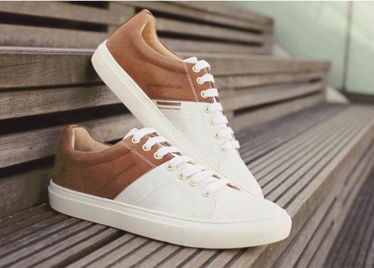 Con le sneaker da uomo GENOA di Blueport, avrai sempre un pezzo di vela con te. Questa comoda scarpa è realizzata in tela da vele reciclata e pelle. Il morbido rivestimento interno in neoprene assicura il massimo comfort. (Immagine 10 di 12)