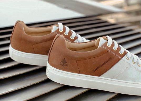 Con le sneaker da uomo GENOA di Blueport, avrai sempre un pezzo di vela con te. Questa comoda scarpa è realizzata in tela da vele reciclata e pelle. Il morbido rivestimento interno in neoprene assicura il massimo comfort. (Immagine 11 di 12)