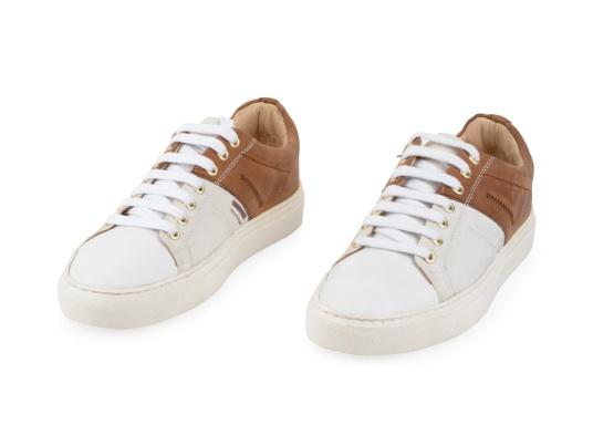Con le sneaker da uomo GENOA di Blueport, avrai sempre un pezzo di vela con te. Questa comoda scarpa è realizzata in tela da vele reciclata e pelle. Il morbido rivestimento interno in neoprene assicura il massimo comfort. (Immagine 7 di 12)