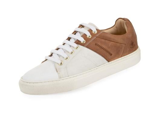 Con le sneaker da uomo GENOA di Blueport, avrai sempre un pezzo di vela con te. Questa comoda scarpa è realizzata in tela da vele reciclata e pelle. Il morbido rivestimento interno in neoprene assicura il massimo comfort. (Immagine 1 di 12)